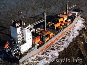 Германский контейнеровоз был спасен от пиратов