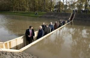 Невидимый мост в Голландии
