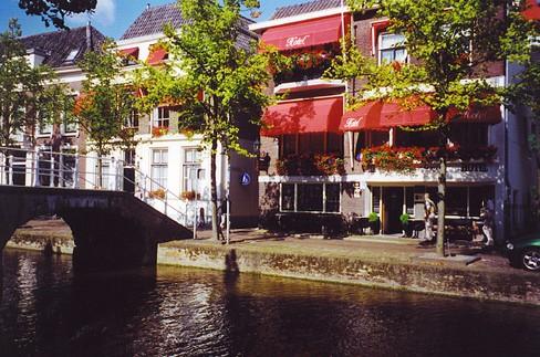 Hotel Leeuwenbrug. Удобный отель в центре Делфта (Делфт)