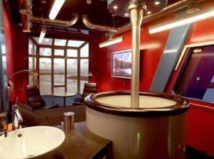отель в подьемном кране