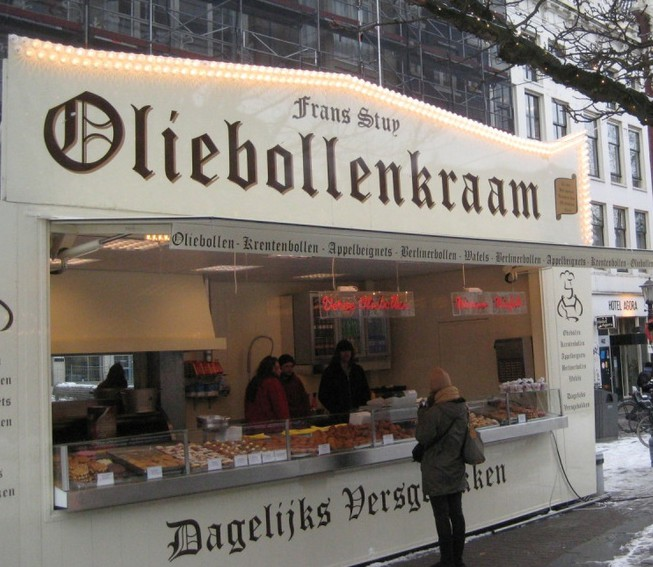 Уличная еда. Пончики с пылу с жару (Амстердам)