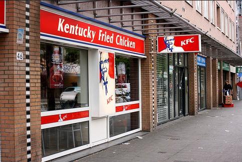 KFC. Фаст фуд на дороге (Роттердам)